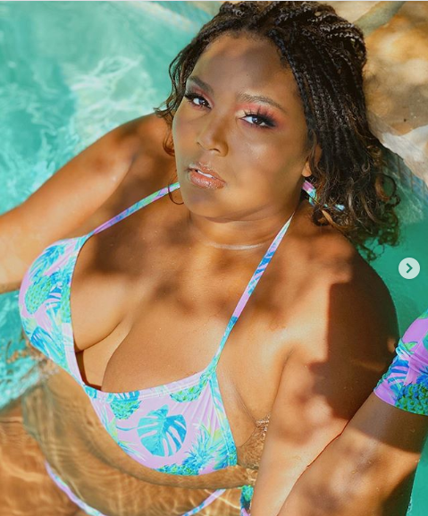 Lizzo flaunts her body in stylish bikini with a matching face mask and gloves to ring in Summer 2020 (photos)