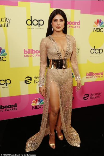 Nick Jonas and Priyanka Chopra pack on the PDA at the 2021 Billboard Music Awards  (photos)