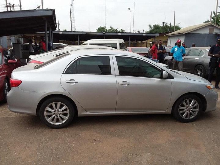 Ten suspected internet fraudsters arrested with eight cars in Akure (photos)