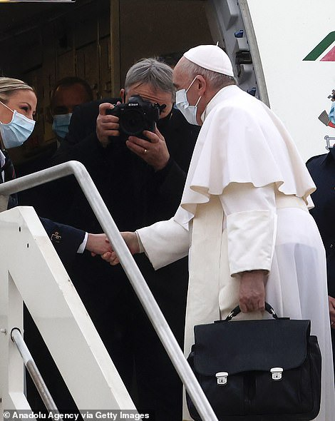 Pope Francis visits Iraq, tagged 'pilgrim of peace'  (photos)