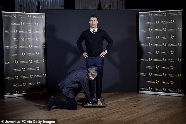 Cristiano Ronaldo wins the Golden Foot award before his arch-rival Lionel Messi (Photos)