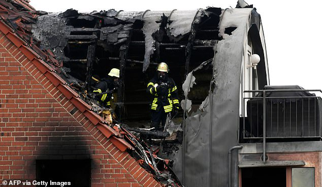 Three dead after small plane crashes into a building ?after colliding with hot air balloon? in Germany (photos)