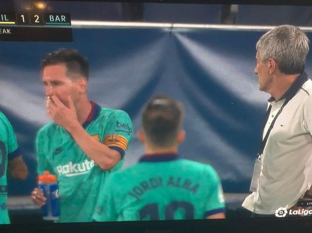 Photo: Coach watches on as Messi delivered instructions to his teammates