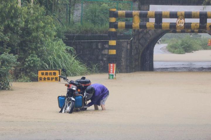 Des dizaines de morts et des milliers de déplacés suite aux inondations et aux tempêtes de pluie qui ont frappé la Chine?  (Photos)