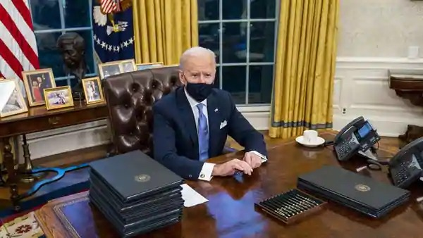 First photos of President Biden resuming at Oval office after his inauguration