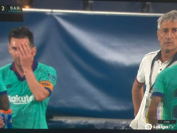Photo: Messi appears to exchange words coach Setien