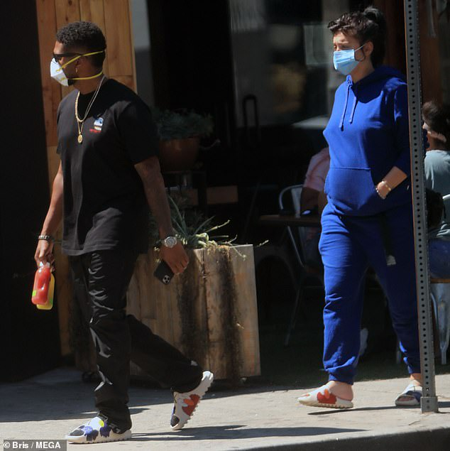 Usher and his pregnant girlfriend Jenn Goicoechea enjoy a stroll in West Hollywood (Photos)