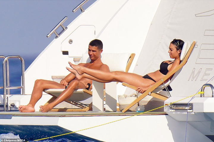 Cristiano Ronaldo and his partner Georgina Rodriguez soak up the sun onboard their ?5.5m superyacht in St.Tropez (photos)