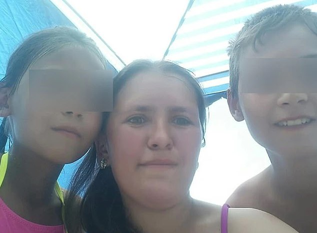 Mom dies after saving her children from their burning house (photos)*