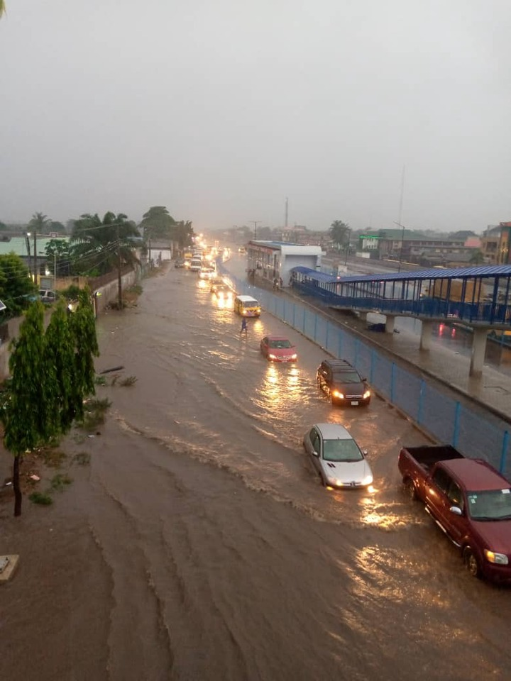 Flash flood takes over Lagos roads after heavy downpour (photos)