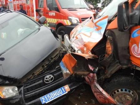 Abidjan / Bingerville: un accident entre un gros camion et des gbaka fait beaucoup de victimes