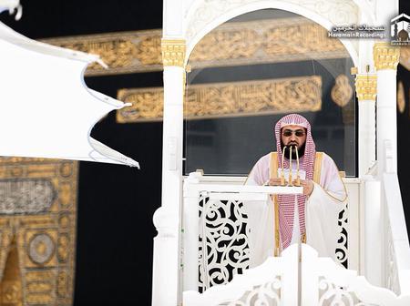 Sheikh Baleelah leads Jumu'ah Prayers in Mecca earlier today (See photos)