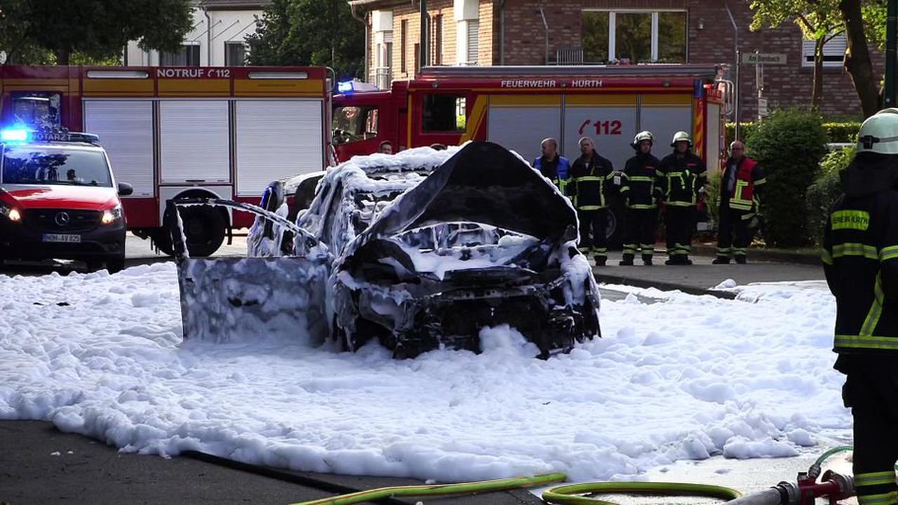 Hürth bei Köln: Zwei Verletzte bei Auto-Explosion