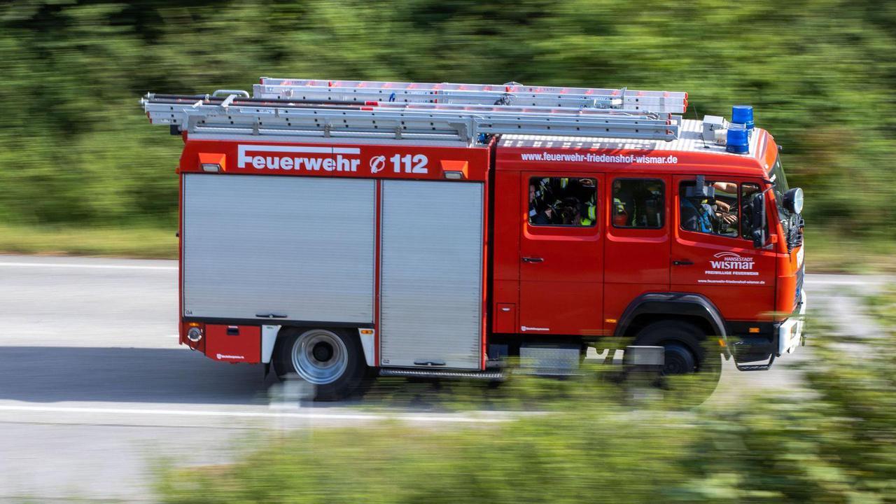 Feuerwehr im Großeinsatz: Brand in einem Haus in Au am Rhein