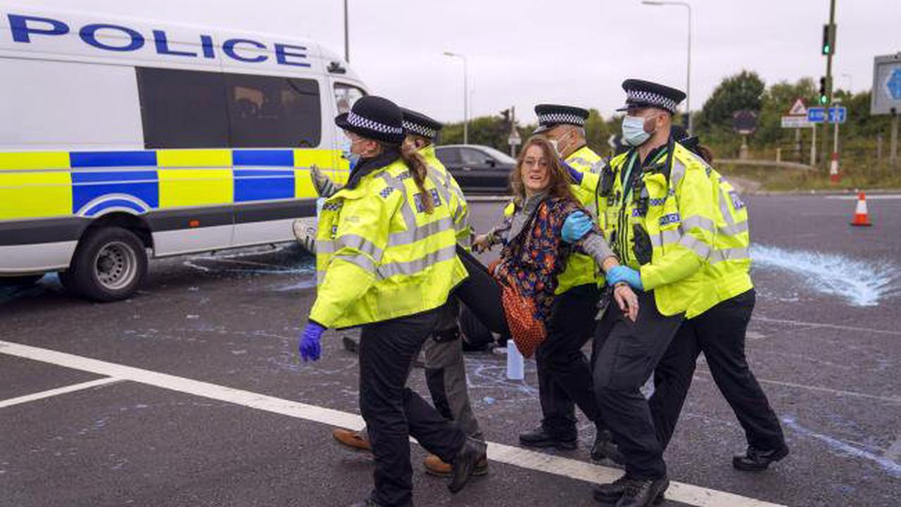There is an issue with the police as 'irresponsible protesters' try to block lanes on M25 for the fifth time