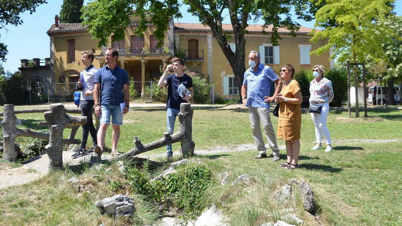 """Le jury du label """"Villes et villages fleuris"""" en visite"""