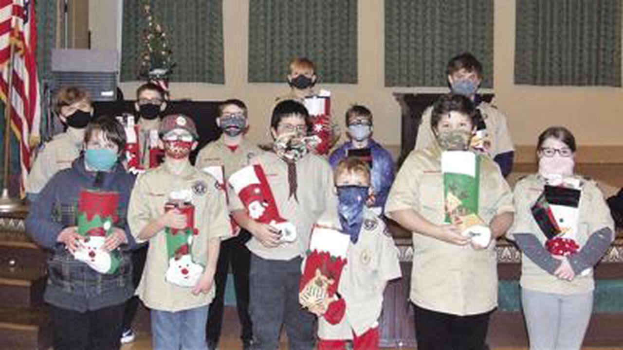 Weblos, Scouts perform holiday service project
