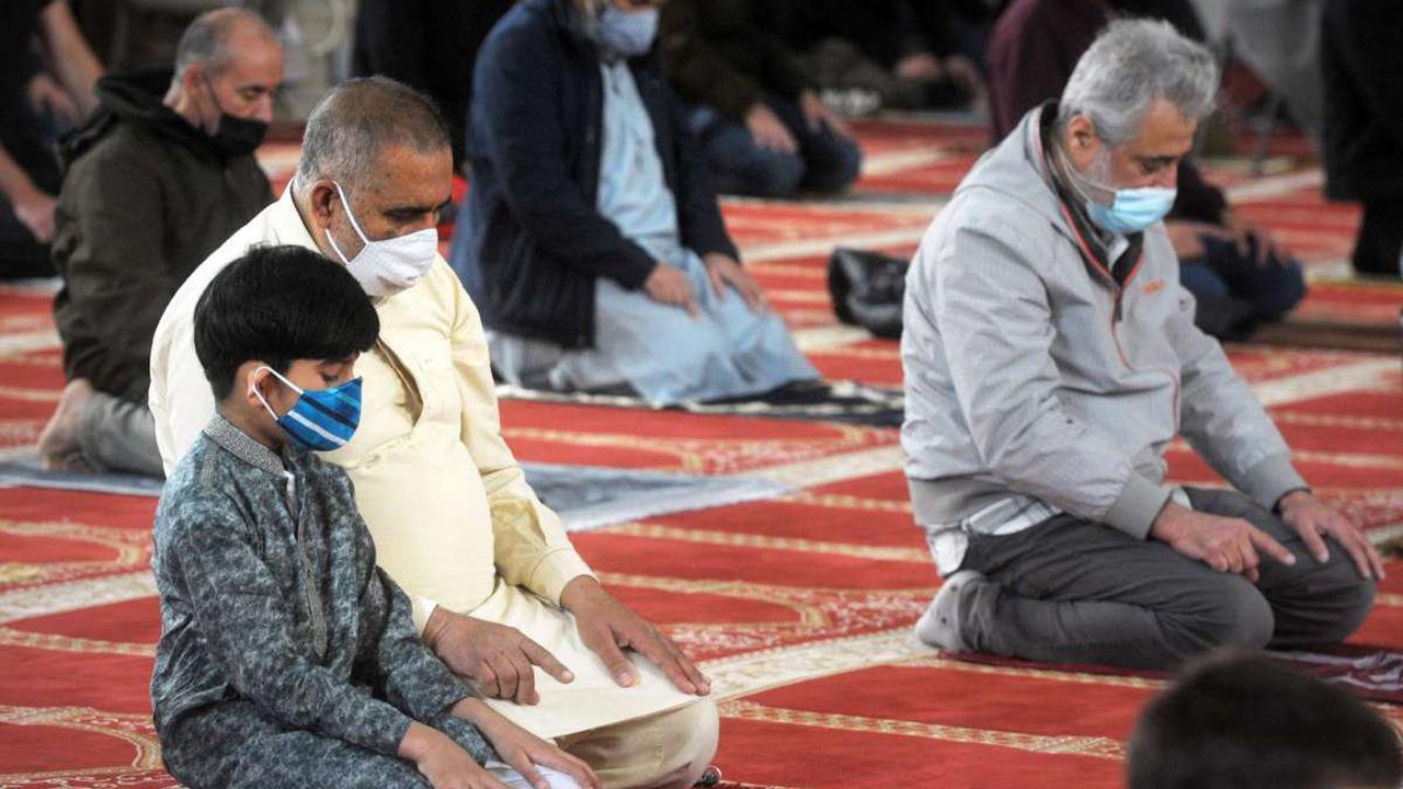 After a year of isolation, Muslims cautiously gather for Ramadan