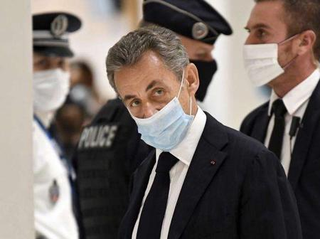 Le procès de Nicolas Sarkozy pour corruption suspendu jusqu'à jeudi