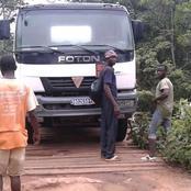 Bangolo/ Un camion tombe en panne sur un pont et bloque la circulation.