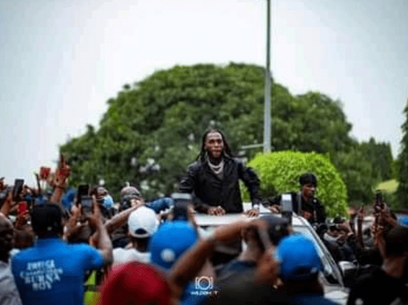 Burna Boy receives heroic welcome in Port Harcourt plus photo