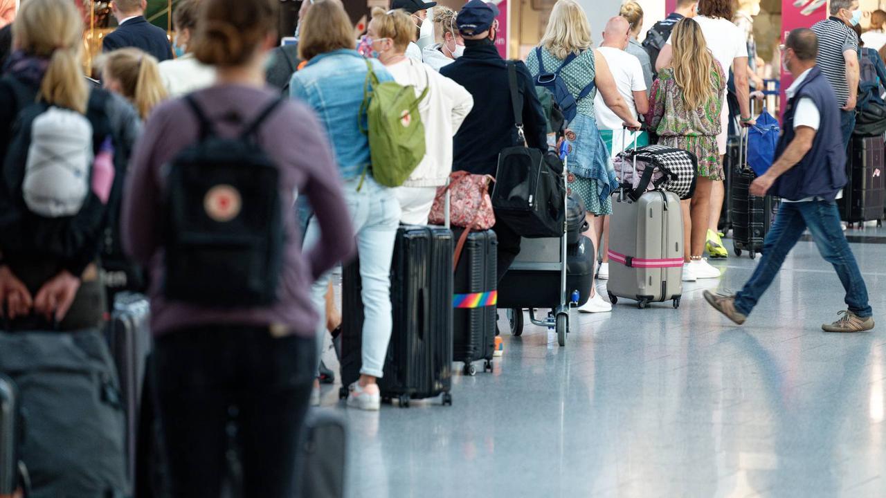 Zu wenig Security: Lange Schlangen am Flughafen befürchtet