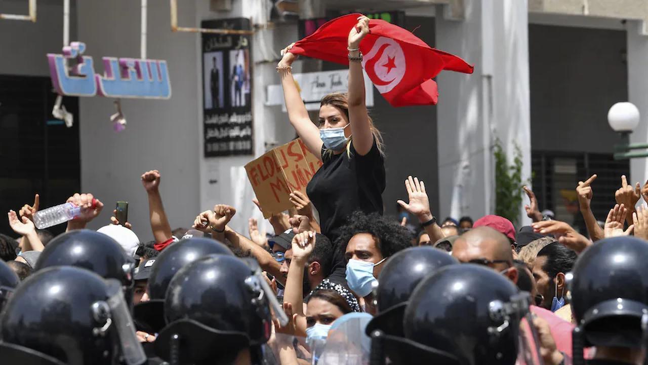 Tunisie:des milliers de manifestants défilent contre leurs dirigeants