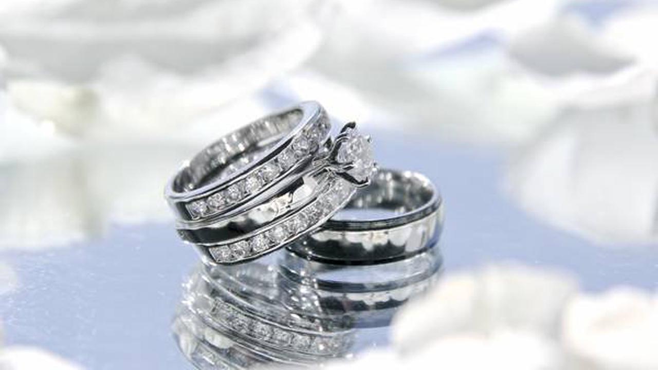 Gmunden: Dieb stahl zwei Verlobungsringe
