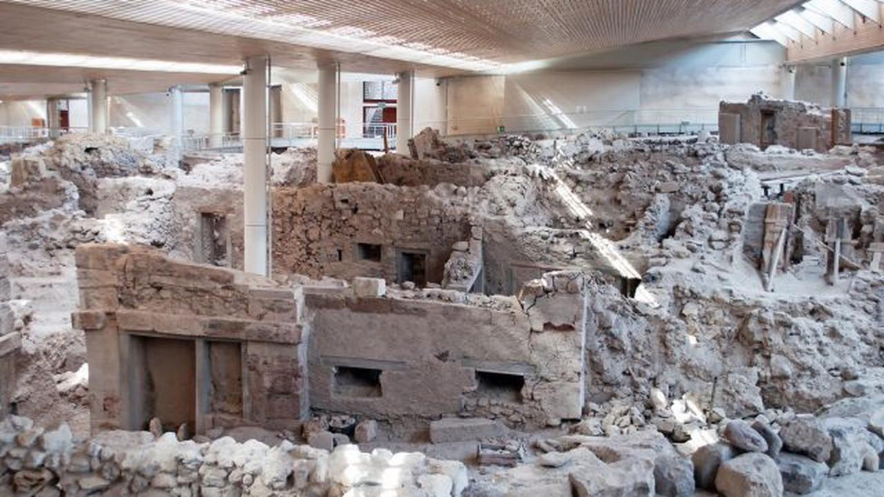 The Prehistoric Buried City of Akrotiri - Discovered in 1860