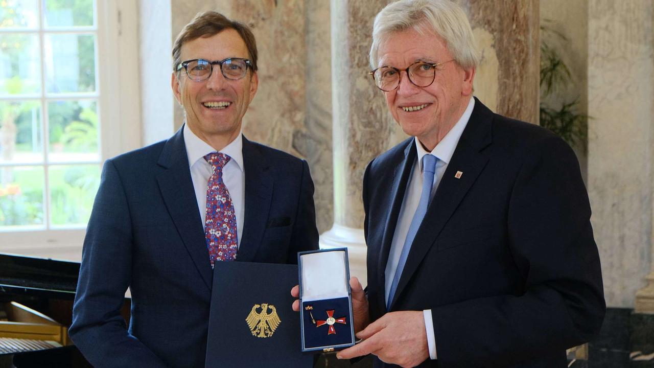 Obertshausener Unternehmer Wolf Matthias Mang erhält das Verdienstkreuz 1. Klasse