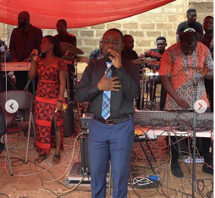 06eb2ccb2d392528c568727466dba81e?quality=uhq&resize=720 - Sad Photos From Musician Sampson's Final Burial Ceremony. Prophet Kofi Oduro Pays His Last Tribute