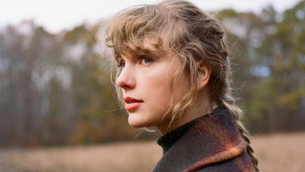 Taylor Swift's 'Evermore' Tops RS 200 for Second Straight Week
