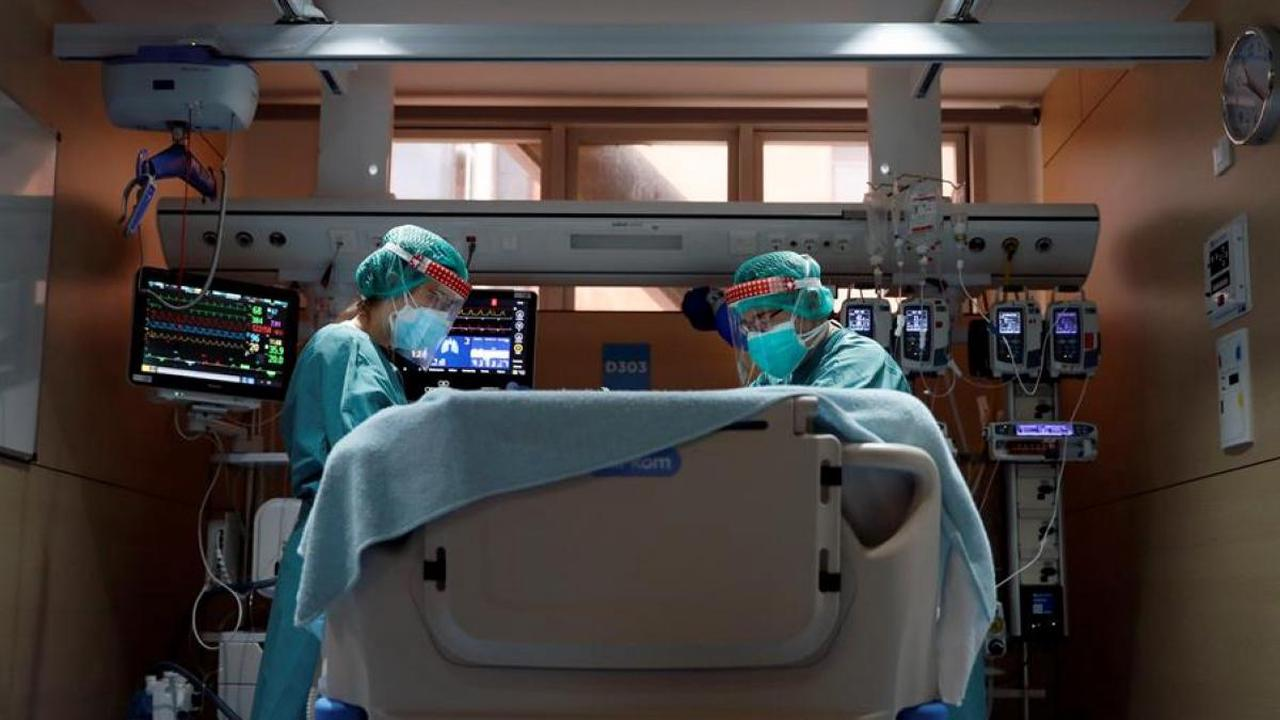 The speed of spread of Covid-19 in Catalonia decreases, but those admitted to the ICU increase