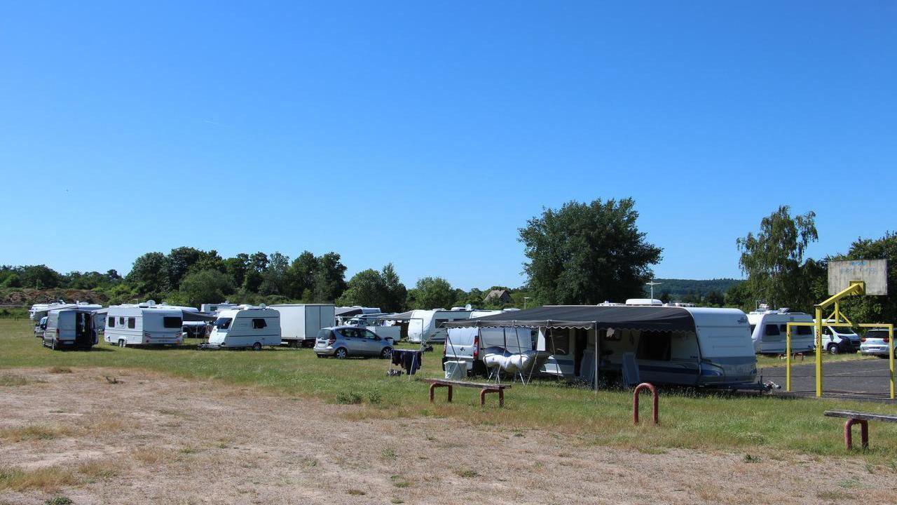 Eure. Une trentaine de caravanes s'installe sur le terrain de sport d'Autheuil-Authouillet