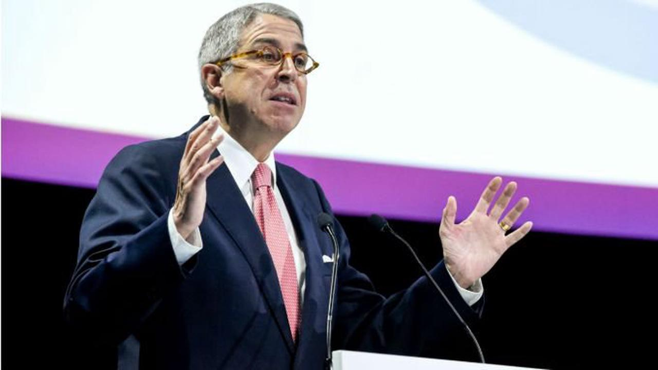 UPDATE 1-Loeb's U.S. hedge fund Third Point owns Vivendi stake -source