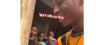 Young boy helps pregnant lady deliver her child by the roadside. See photos
