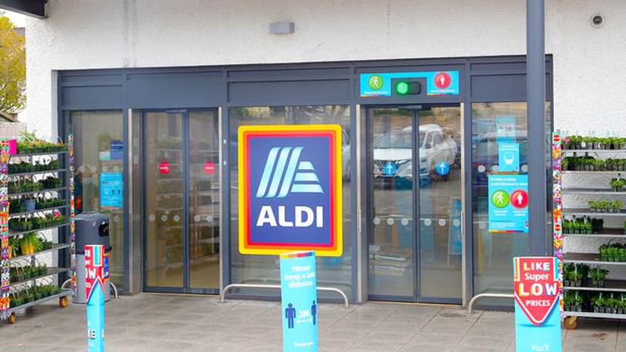 Clever trick that allows Aldi staff to scan things so fast at the checkout