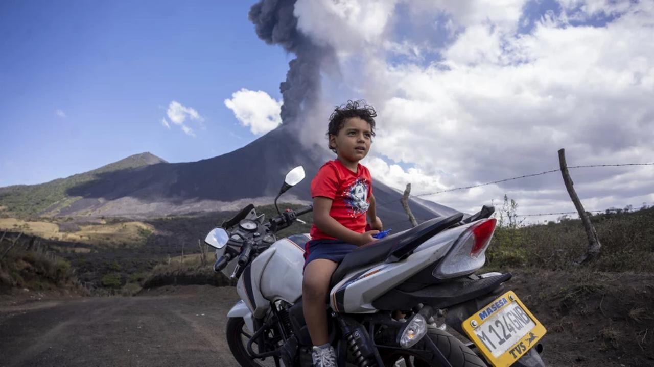 Evacuation request ignored at Guatemala's Pacaya volcano
