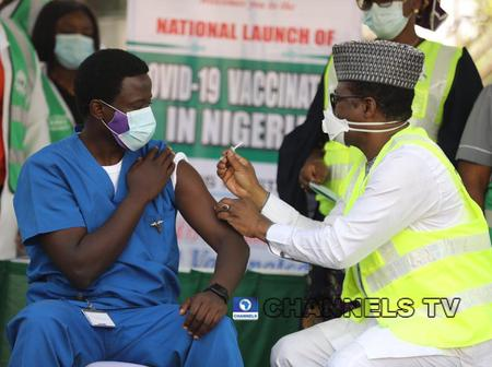 Why Is He Not Wearing Gloves?- Nigerians Ask Question As Health Worker Receives Covid-19 Vaccine