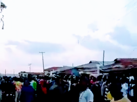 Argungu Youths Protect The Police Station Against Hoodlums Attack (Video)