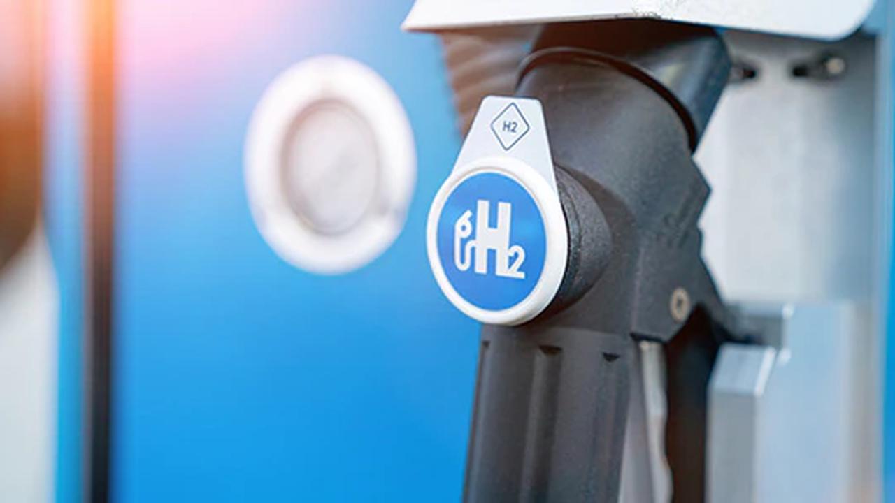 Hintergrund Bundestagswahl 2021: Alle Parteien wollen Autofahren klimafreundlicher machen - aber wie?