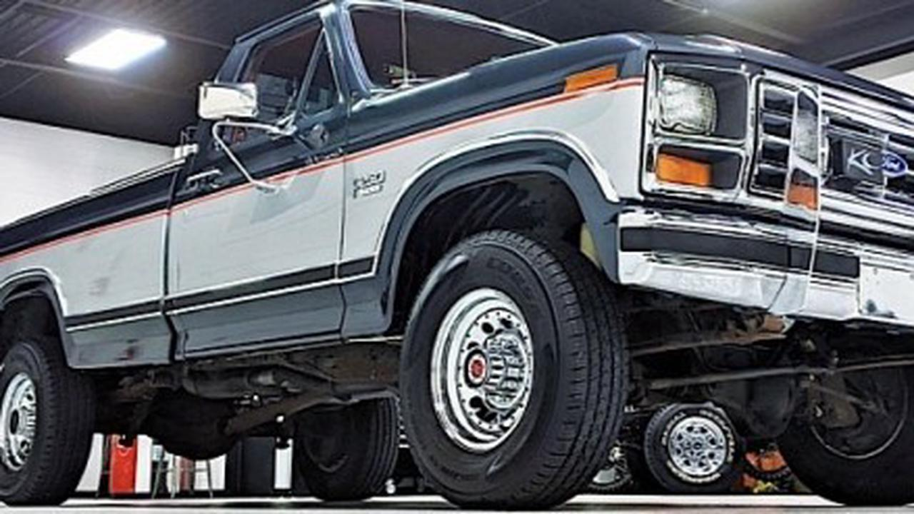 Super-Spec 1985 Ford F-250 HD XLT Lariat Is an Old School Beast, Got Away