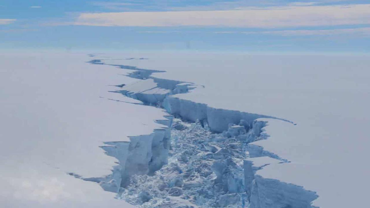 Third of Antarctic ice shelves 'will collapse amid 4C global heating'