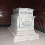 «فتحت قبر عمي واتصدمت» .. ابن شقيق عبد الحليم حافظ يفجر مفاجأة .. لن تصدق ما رأوه
