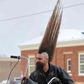 107 سنتيمترات طول شعره..وامتنع عن ركوب المواصلات ليحافظ عليه.. إليكم قصة صاحب أطول شعر في العالم؟