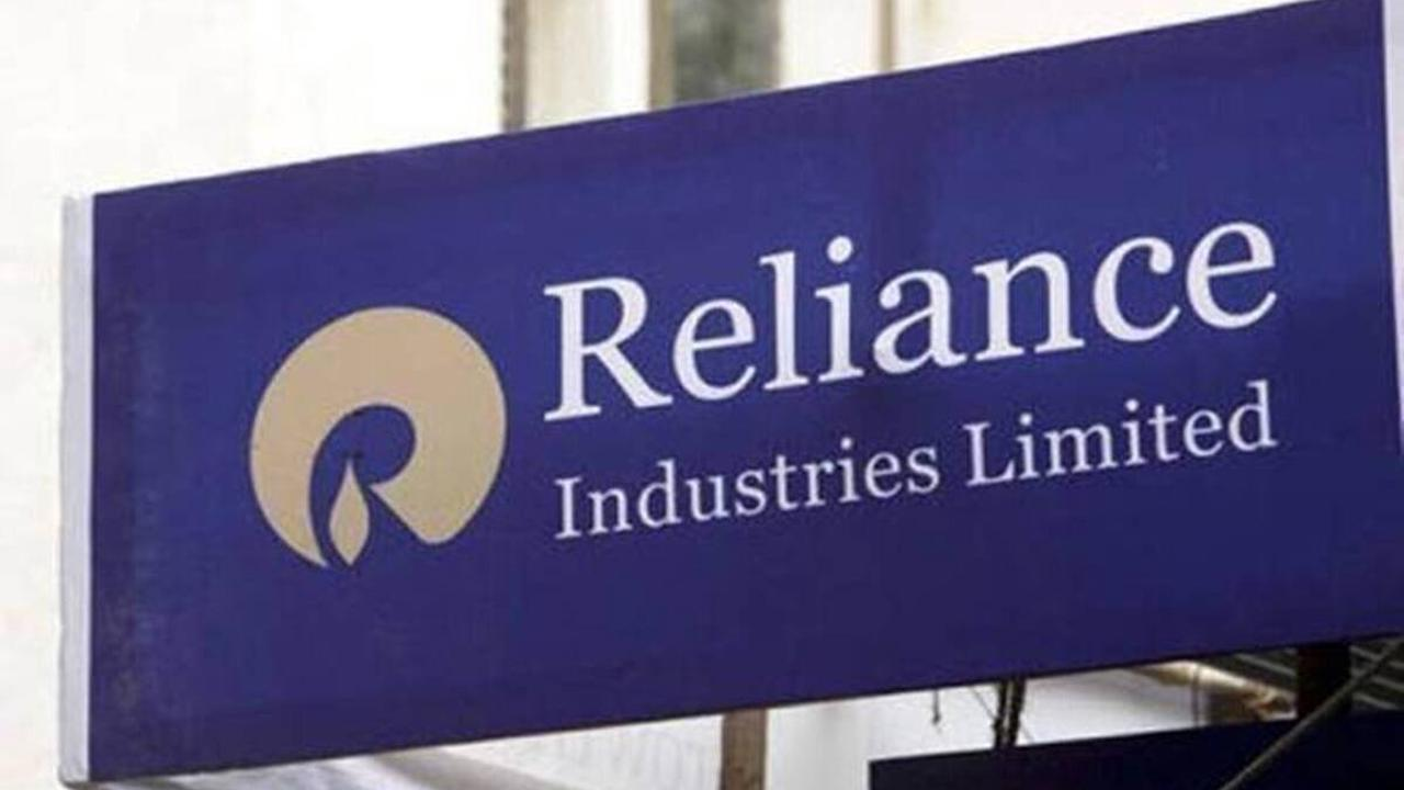 Indian shares gain on tech, financials boost; Reliance in focus