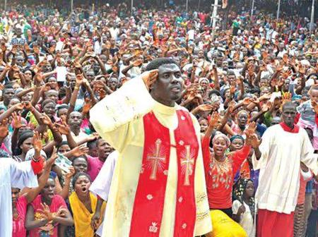 Checkout 3 Powerful Catholic Priests That Attracts Thousands Of People To Their Ministries.