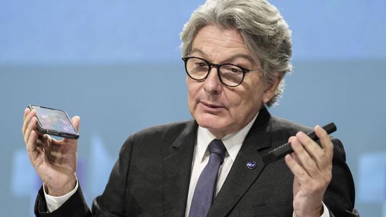 La Commission européenne promet d'imposer un chargeur universel