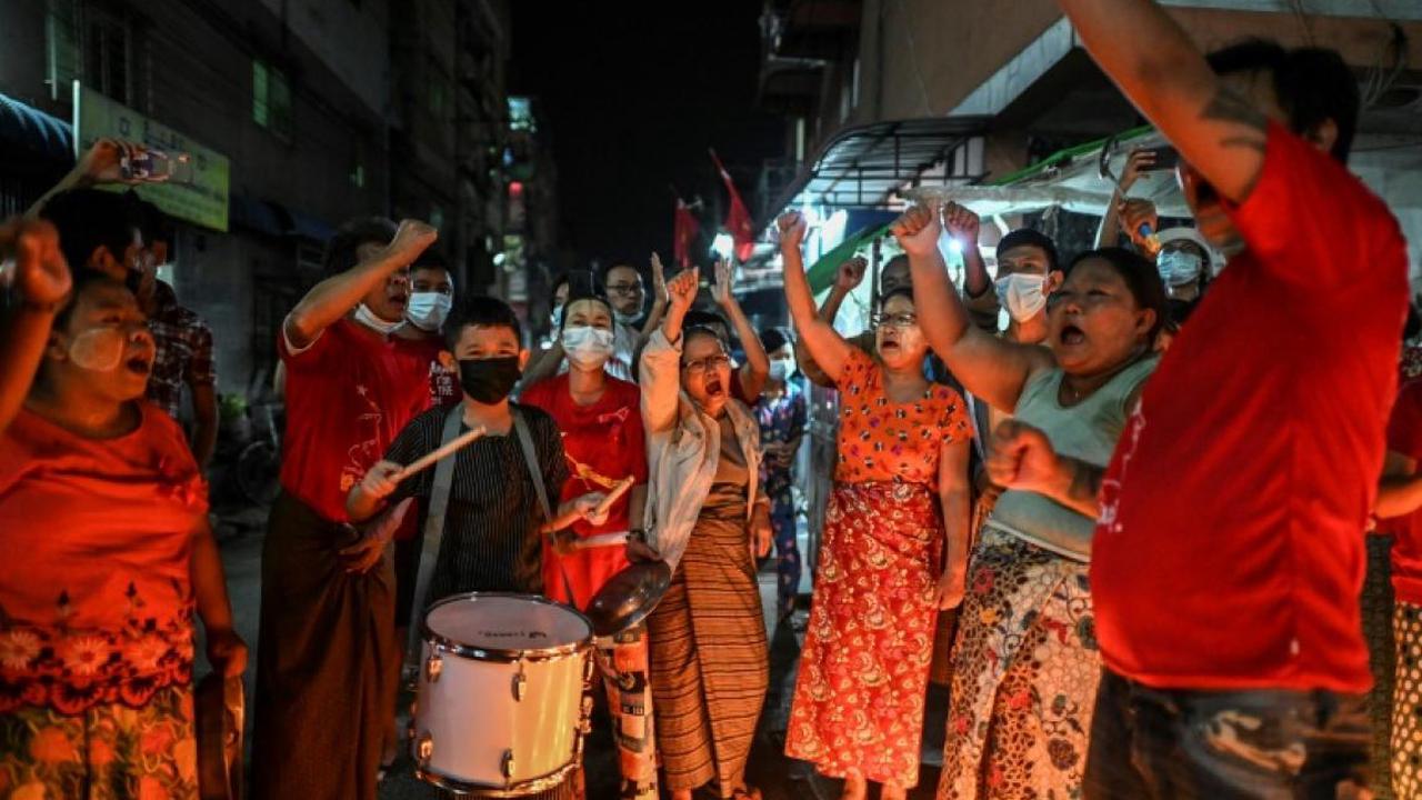 Birmanie-Manifestation contre le coup d'état à Rangoun