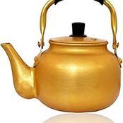 قصة.. وجد إبريق شاي قديم تحت شجرة في أرضه فاعطاه لزوجته لتنظيفه.. فاكتشفت به شيء لم يكن في الحسبان